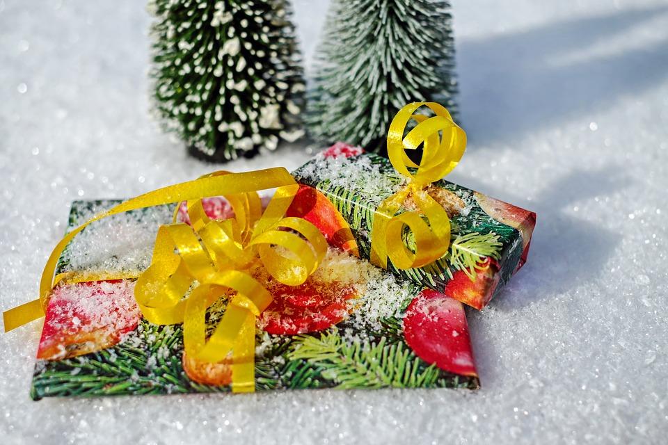 Świąteczne pakowanie prezentów z użyciem drukarki